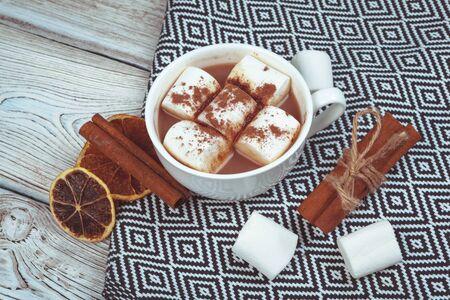 Hot chocolate with marshmallows on the table. creative photo. 版權商用圖片