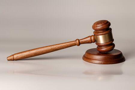Wooden judges gavel on table Zdjęcie Seryjne