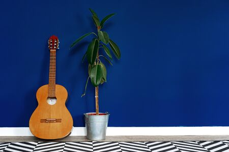 Guitar setup against classic blue wall in apartment. close up. Banque d'images