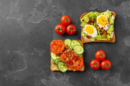 Assortment of vegan sandwiches with avocado and tomatoes, top view Foto de archivo