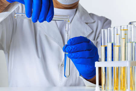 Close up of gloved hands of a scientist working with laboratory samples Banco de Imagens