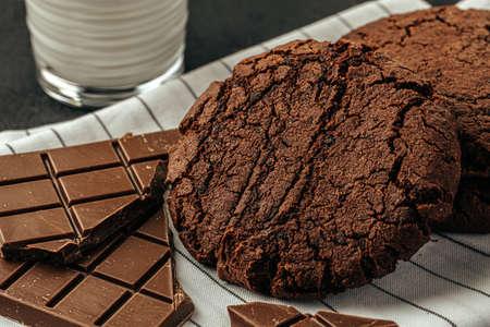 Chocolate cookies on dark table close up Banco de Imagens