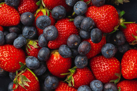 Close up photo of blueberries and strawberries Standard-Bild
