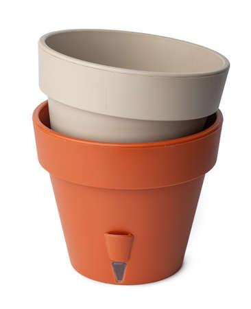 Empty plastic flowerpot isolated on white background Standard-Bild
