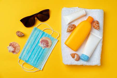 Sunscreen cream and protective mask. Coronavirus summer concept Archivio Fotografico