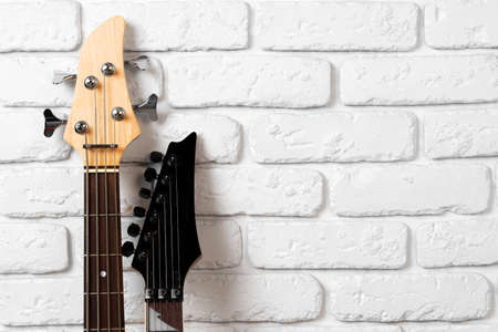 Guitar headstock with tuners on dark background 版權商用圖片
