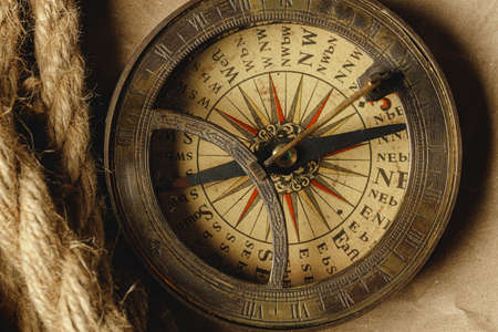 Ship rope and compass on wooden background Banco de Imagens