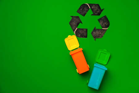 Garbage sorting concept with toy waste bin on paper background Archivio Fotografico