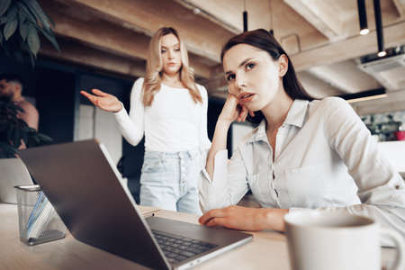 Young female boss scolding her female subordinate for bad work results Stock fotó