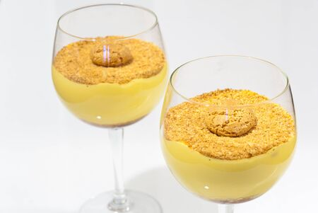 amaretto: Zabaglione dessert in a cup with crushed amaretti