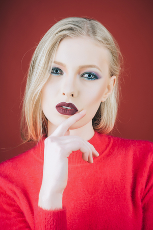 Make up and beauty. Girl with evening makeup. Make-up products. ?osmetics. Portrait of young blonde woman with hand near face. Cosmetic. Eyeshadows. Imagens