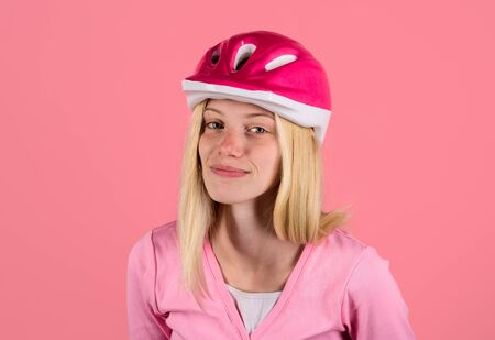 Pretty cycling girl in biking helmet. Sport lifestyle. Safety concept. Young beautiful woman wearing cyclist helmet. Biker woman in bicycle helmet. Female cyclist. Sportswoman in protective helmet Archivio Fotografico - 134339819