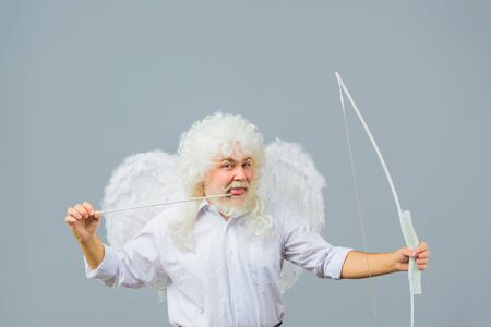 Valentines day card. Valentines Day. Valentines cupid. Angel man with white wings. Cupid with bow and arrows. Love concept. Valentine angel. Handsome male angel Cupid. Bearded man with angel wings Standard-Bild - 137750487
