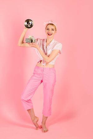 Taxes. Bills. Money. Cash. Credit. Loan payment. Banknotes. Woman with dollar banknotes on serving tray. People savings. Smiling pin up girl with dollar banknotes Standard-Bild