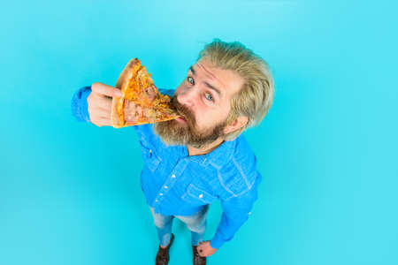 Hungry man eating pizza. Fast food. Pizzeria. Bearded man eats slice of pizza. Italian cuisine concept. Tasty pizza. Lunch or dinner. 版權商用圖片 - 164281865