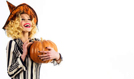 Happy Halloween. Emotional girl in witch hat with jack-o-lantern. Smiling woman with Pumpkin. Traditional food. Copy space. Standard-Bild