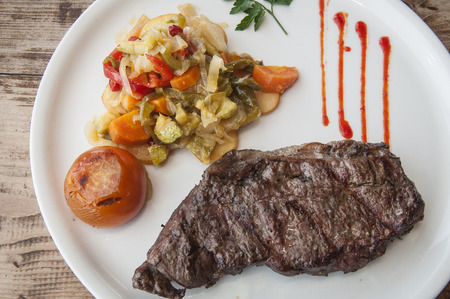 fateful: Plate of meat with vegetables.