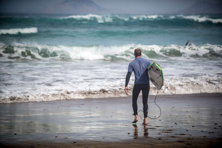oceana: Man goes to surf