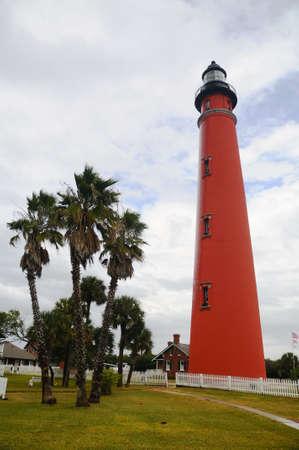 Foto van een bak steen Lighthouse in Ponce Inlet, Florida