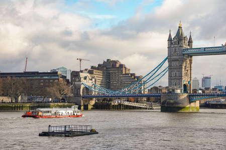 Tower Bridge, London on a Cloudy Day Redakční