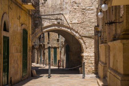 좁은 길. 바리, Puglia, 이탈리아.