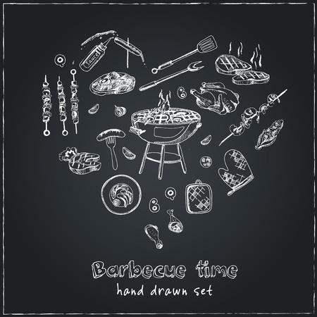 vector dibujado a mano conjunto con herramientas de barbacoa en la pizarra negro. ilustración de la vendimia para diseñar menús, recetas y paquetes de productos. Ilustración de vector