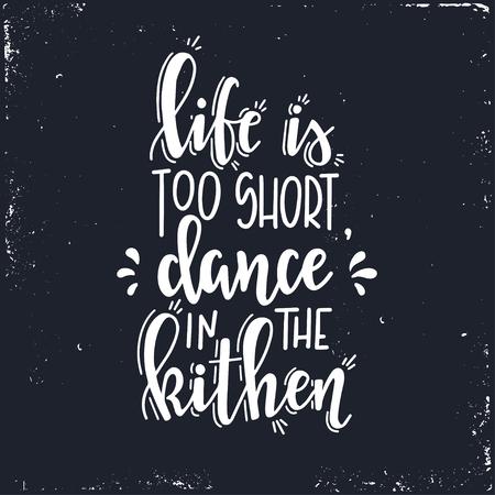La vida es demasiado corta, baile en la cocina Cartel de tipografía dibujada a mano. Frase manuscrita conceptual hogar y camiseta familiar con letras diseño caligráfico a mano. Vector inspirador