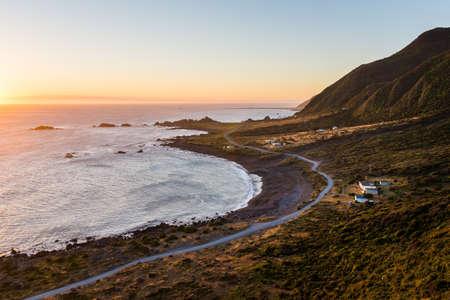 Palliser Bucht Sonnenuntergang, Neuseeland Standard-Bild - 91805524