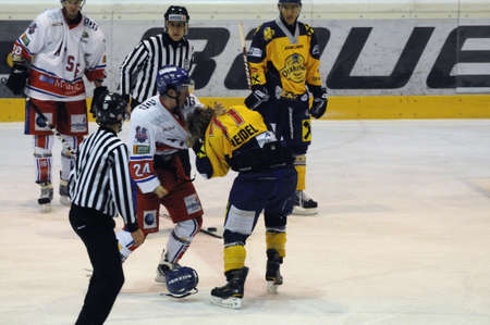 graf: ZELL AM SEE, AUSTRIA - NOVEMBER 30: Austrian National League. Fight between Volker Keidl and Florian Graf. Game EK Zell am See vs. ATSE Graz (Result 0-4) on November 30, 2010, at hockey rink of Zell am See