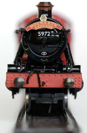 alfarero: Harry Potter aumentando despu�s de lanzar el �ltimo libro de merchandising. Se produce incluso un ferrocarril modelo del expreso de Hogwarts.