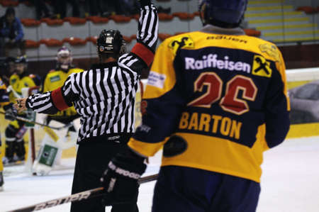 ZELL AM SEE; AUSTRIA - SEPT 24: Austrian National League. The referee gives a penalty. Game EK Zell am See vs EHC Lustenau (Result 1-8) on September 24, 2011 in Zell am See. Stock Photo - 12271753