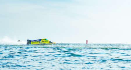 美しい空と海バンセーン パワー ボート 2017 年にタイのバンセーン ビーチでチョンブリ、タイ-11 月 26、2017: F1 ボート