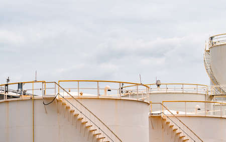 Closeup fuel storage tank in petroleum refinery. White big tank of oil storage. Fuel silo. Liquid petroleum tank. Petroleum oil industrial. Fuel station. Oil refinery plant. Petrochemical industry. Stockfoto