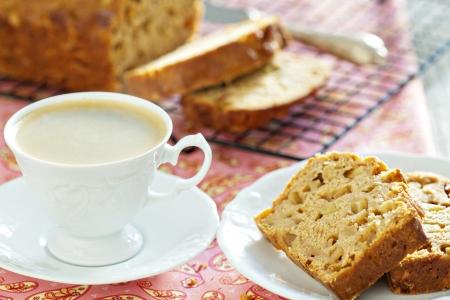pound cake: Coffee with apple pound cake