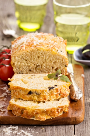 savoury: Savoury loaf cake with tomatoes, cheese and olives