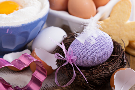 baking ingredients: Decorative Easter egg in a nest with cookies