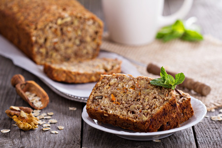 vegan food: Vegan banana carrot bread with oats and nuts