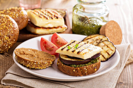 haloumi: Vegetarian burger with cheese, eggplant and pesto