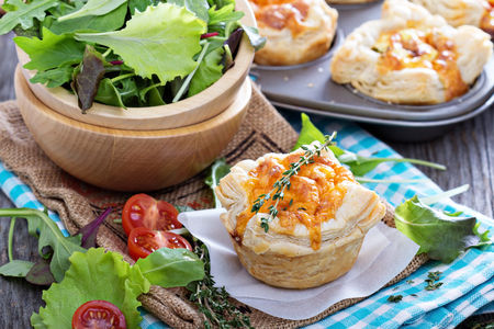 puff pastry: Mini quiche with puff pastry