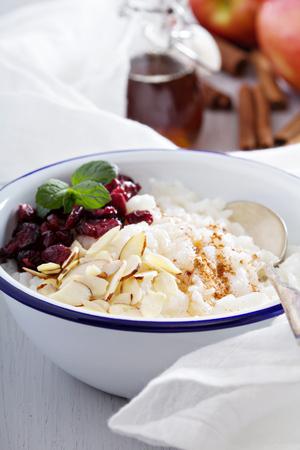 arroces: Desayuno gachas de arroz con almendras y ar�ndanos