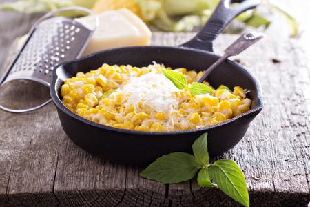 Romige maïs met parmezaan