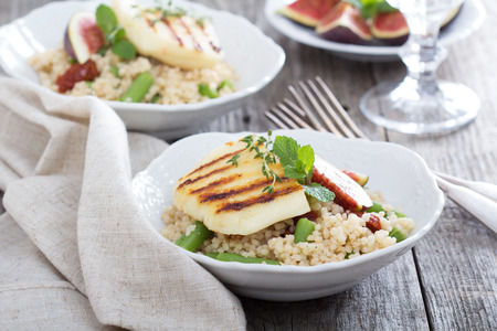 haloumi: Couscous salad with green beans and cheese