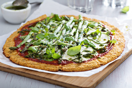 Cauliflower green pizza with spinach, zucchini and asparagus Reklamní fotografie