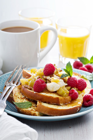 mascarpone: French toasts with apples and mascarpone cheese