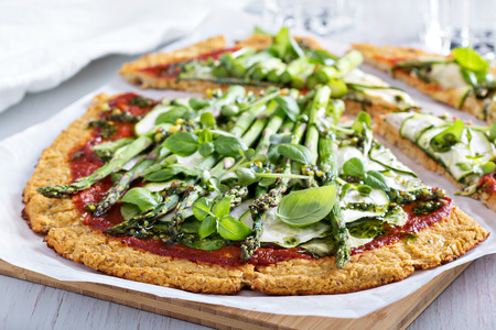 Cauliflower pizza with zucchini and asparagus Banco de Imagens