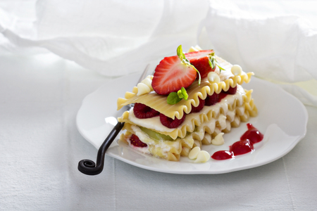 Dessert lasagna with berries and kiwi