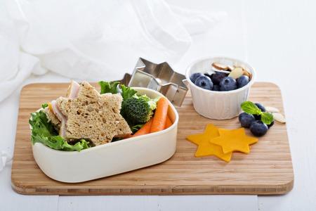 Lancheira com sanduiche e salada Foto de archivo - 41162576