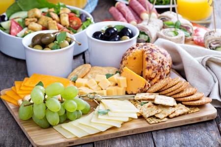 テーブルの上のチーズ プレート 写真素材