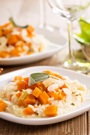 butternut: Vegan risotto with butternut squash and almonds