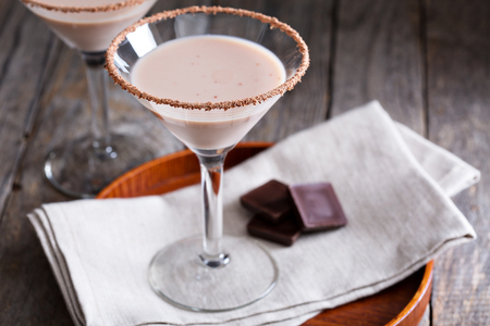 Chocolade martini cocktail gemaakt van chocolade, room en wodka Stockfoto